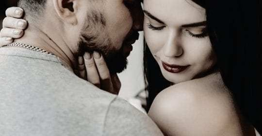 5 Signs He's Deeply In Loves You